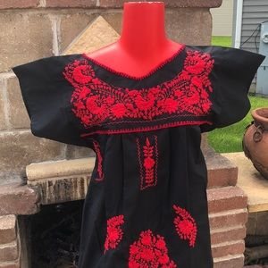 Dresses & Skirts - 🌟NEW ARRIVAL NWT L Typical Mexican dress.